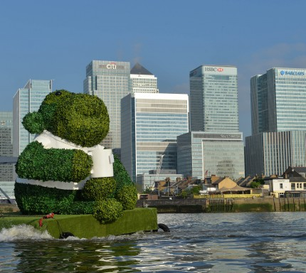 PG TIPS GREEN TEA ENERGISES LONDON WITH A GIANT FLOATING GREEN MONKEY 1